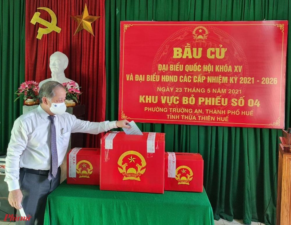 Ông Phan Ngọc Thọ - Chủ tịch UBND tỉnh Thừa Thiên – Huế  đã tham dự lễ khai mạc và bỏ lá phiếu đầu tiên bầu đại biểu Quốc hội khóa XIV và đại biểu HĐND các cấp nhiệm kỳ 2016-2021 tại Khu vực bỏ phiếu số 4, phường Trường An, TP. Huế