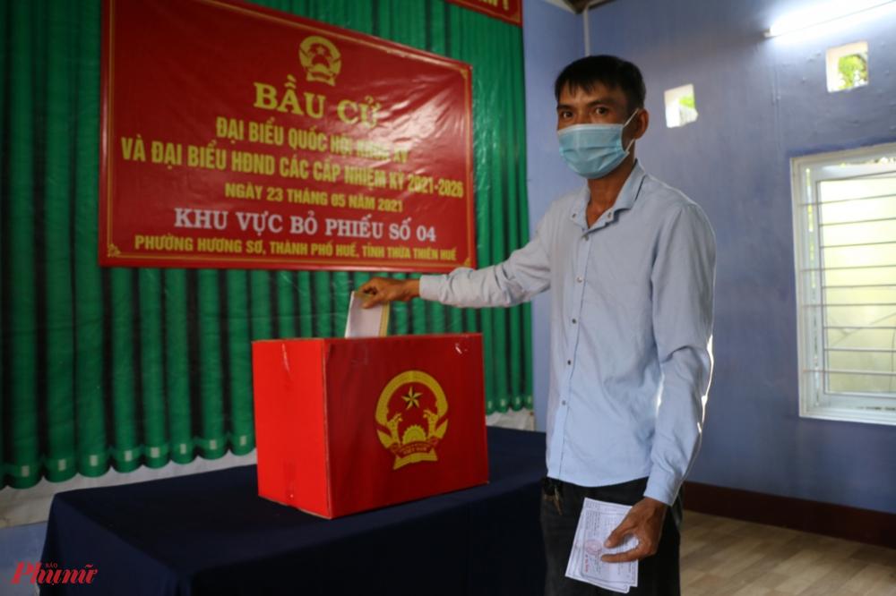 Nhiều điểm bầu cử tại phường Hương Sơ, Thủy Xuân  TP. Huế lễ khai mạc diễn ra từ lúc 6 giờ sáng