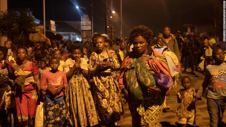 Cư dân thành phố Goma rời thành phố sau vụ phun trào của núi lửa Nyiragongo hôm 22/5 - Ảnh: CNN