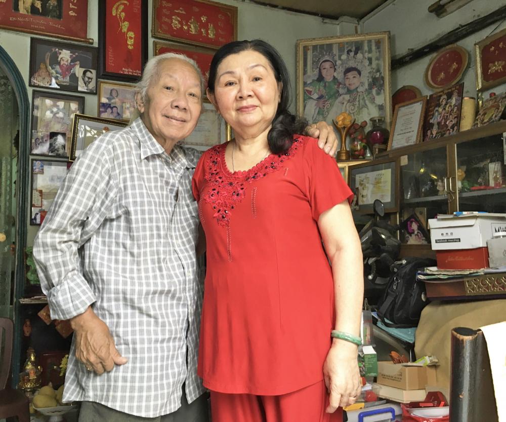 NSƯT Trường Sơn và vợ, nghệ sĩ Thanh Loan, hiện tại sống trong căn nhà nhỏ bên cạnh đình Cầu Quan