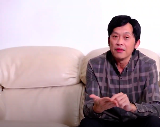 Nghệ sĩ Hoài Linh trong đoạn clip trần tình việc làm từ thiện