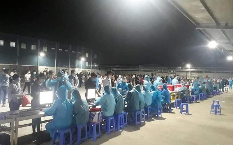 Xét nghiệm xuyên đêm tại Bắc Giang (ảnh Internet)