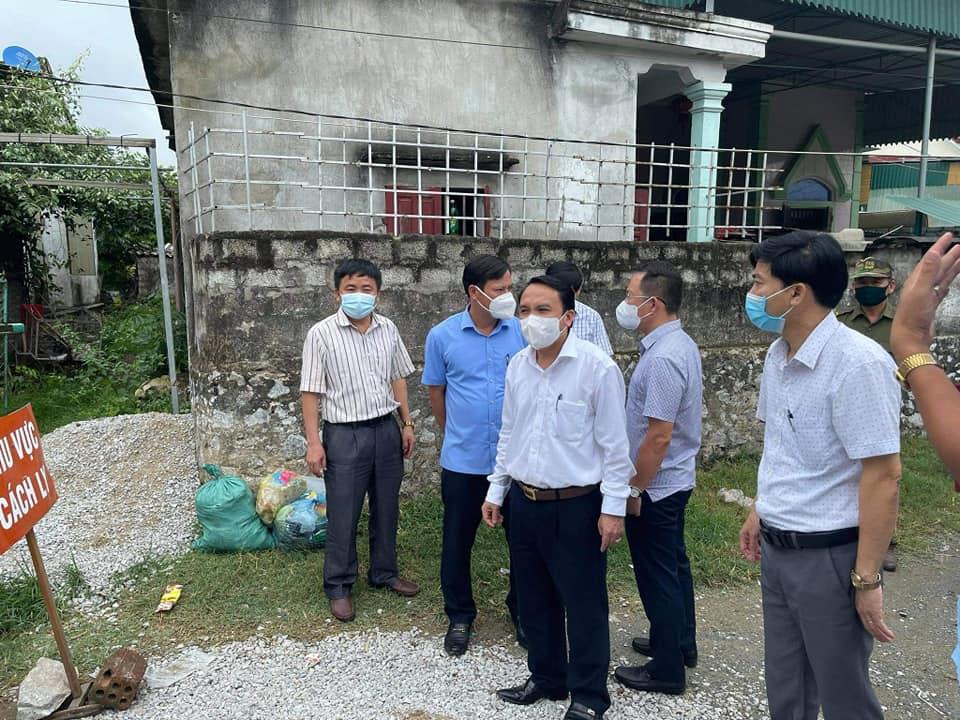 Lãnh đạo Sở Y tế Nghệ An có mặt tại xã Diễn Bích để chỉ đạo công tác phòng chồng dịch