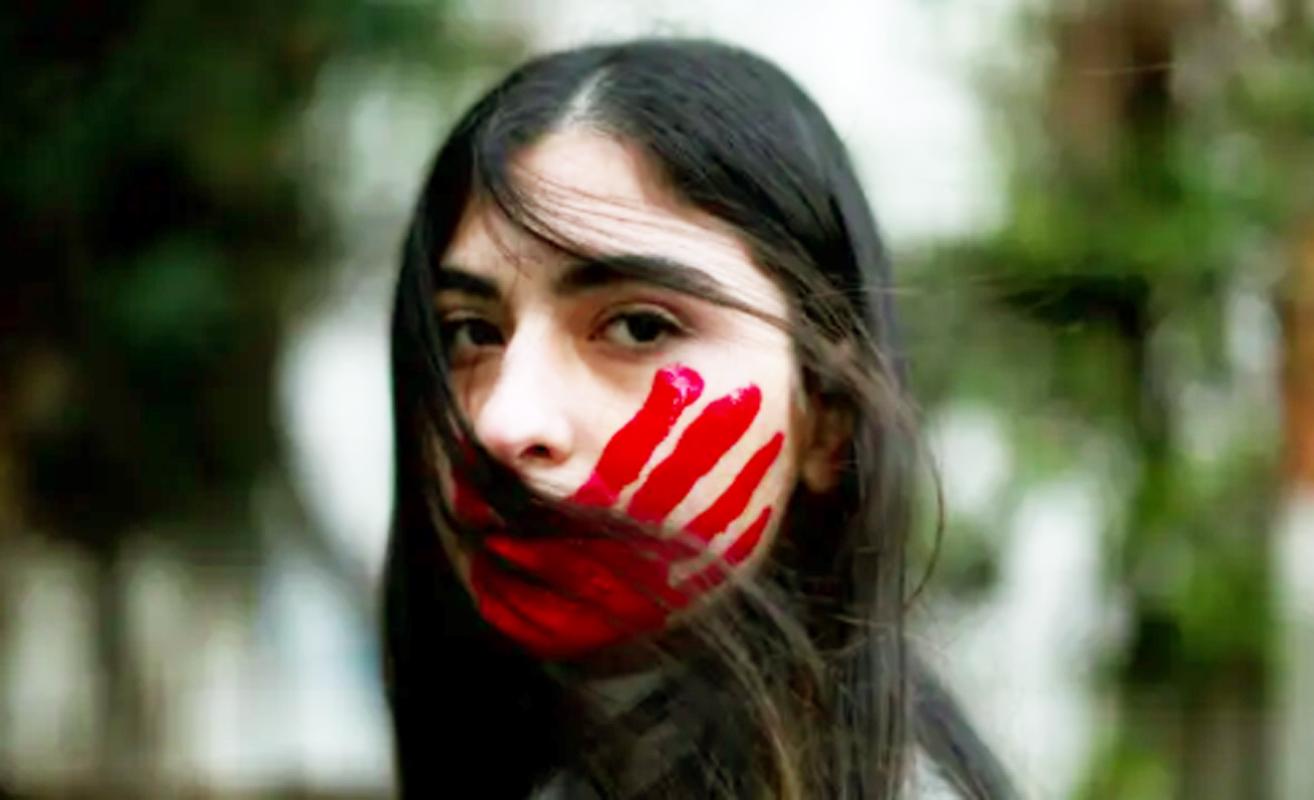 Một phụ nữ Liban tại cuộc biểu tình chống quấy rối tình dục, cưỡng hiếp và bạo lực gia đình ở Beirut - Ảnh: AFP