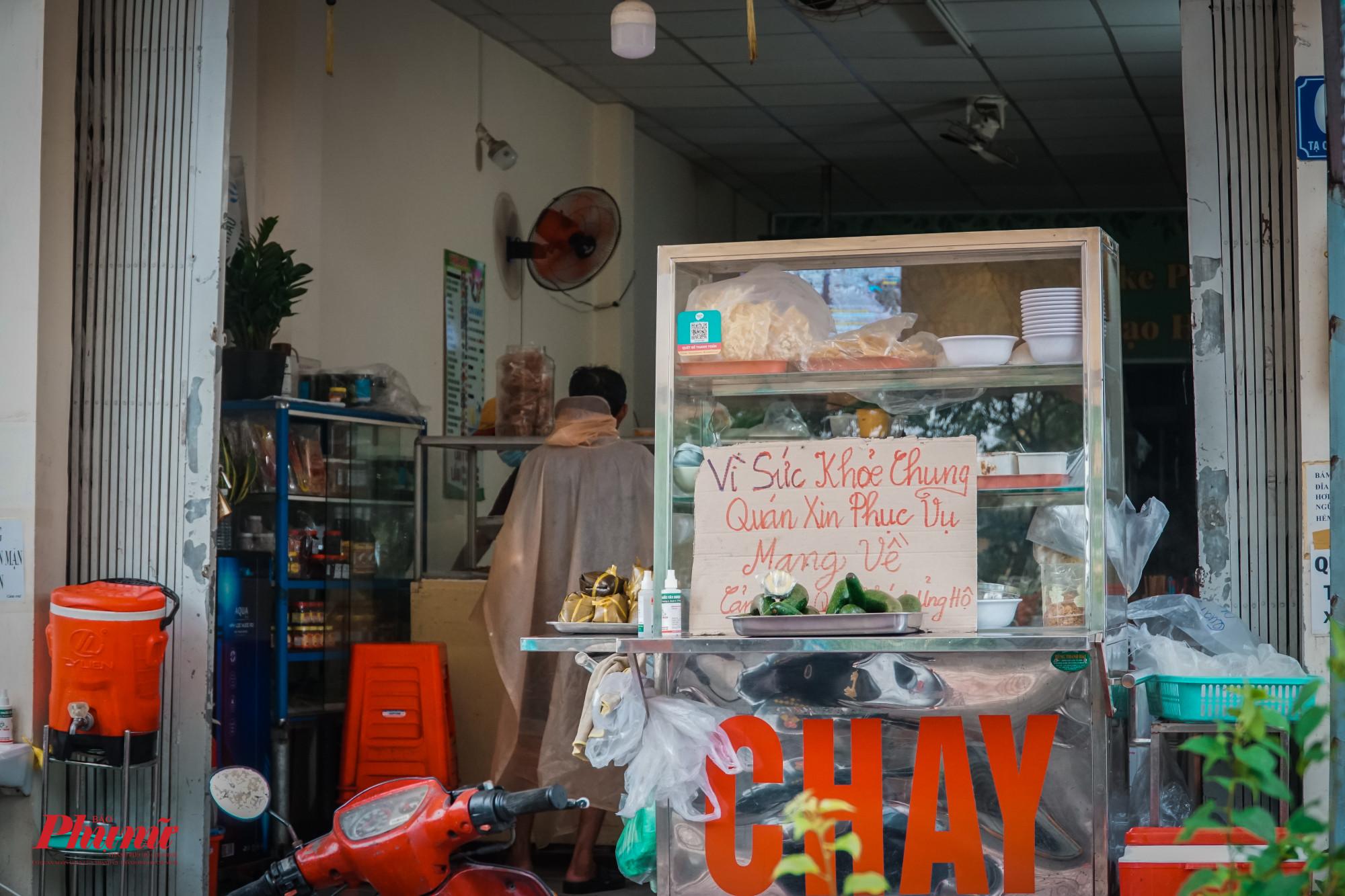 'Vì sức khỏe chung, quán xin phục vụ mang về... là phương châm kinh doanh của rất nhiều hàng quán hiện nay tại TPHCM