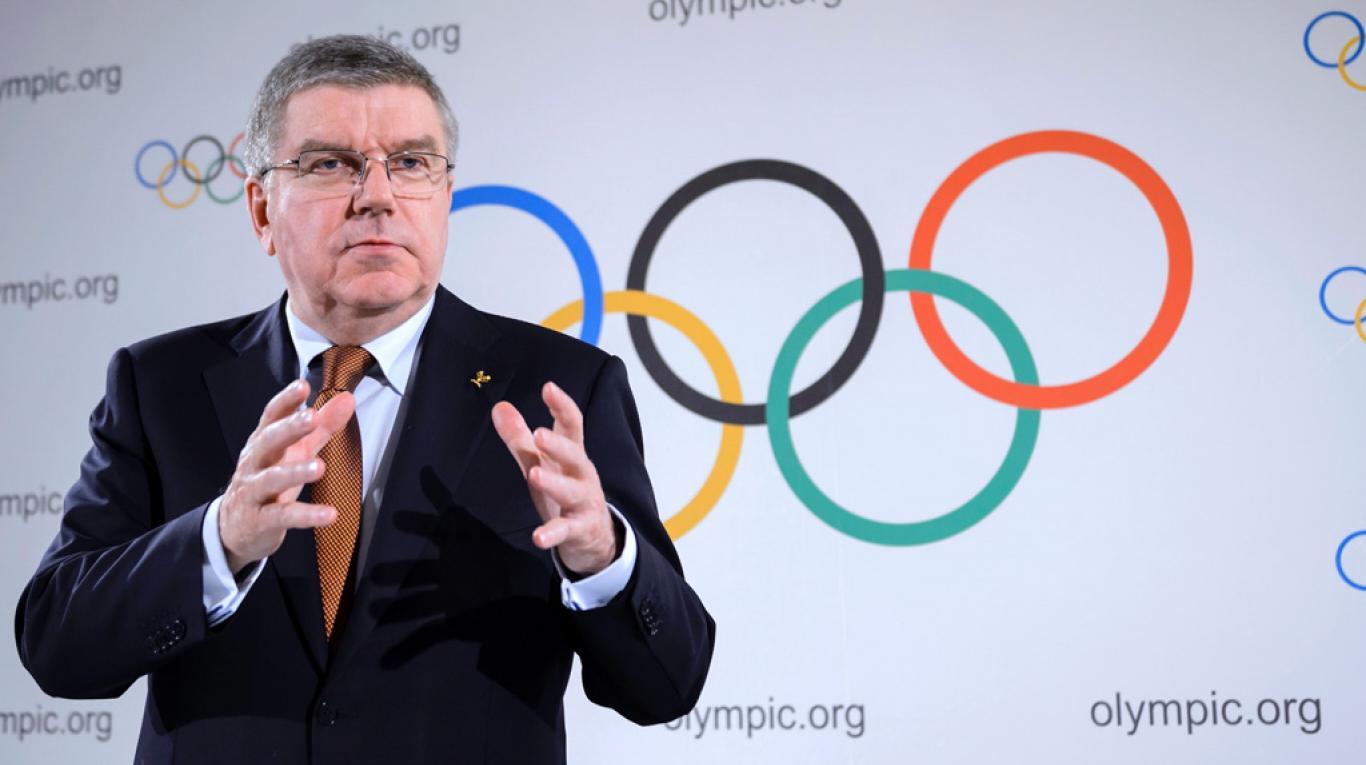 Chủ tịch IOC, Thomas Bach bị cáo buộc rằng đã kêu gọi người dân Nhật Bản hy sinh.