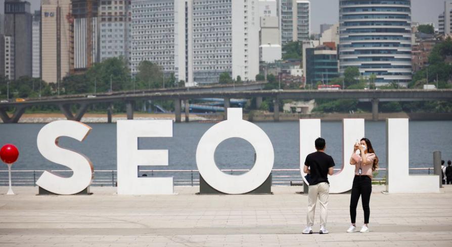 Để khuyến khích người dânc hích ngừa, chính phủ Hàn Quốc sẽ đồng ý cho người dân đến những nơi công cộng mà không đen khẩu trang nếu tiêm chủng từ 1 đến 2 mũi