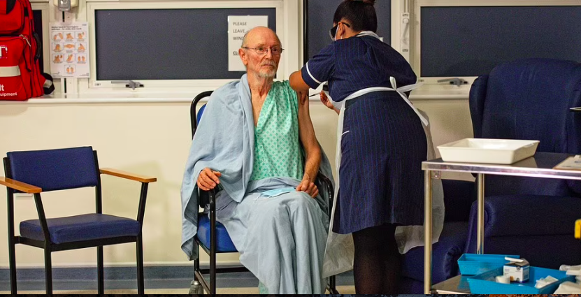 Bức ảnh chụp cảnh ông Shakespeare bị bắn khi đi một đôi dép lê Giáng sinh và mặc áo choàng bệnh viện đã xuất hiện trên khắp thế giới.