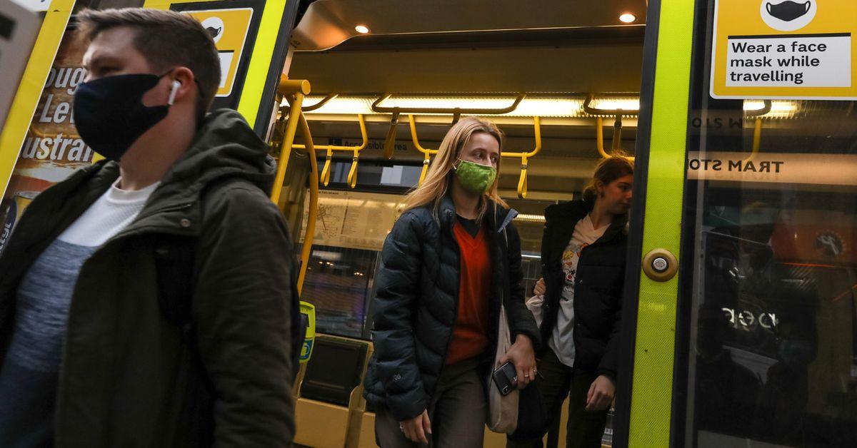 Người dân Melbourne được yêu cầu đeo khẩu trang ở nơi công cộng
