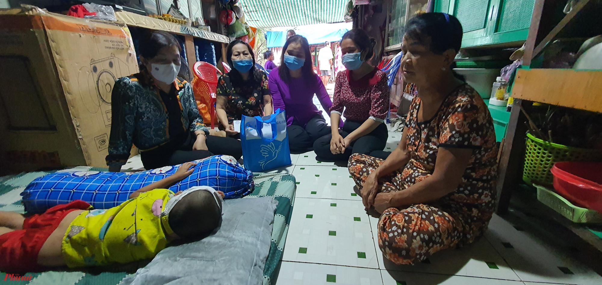 Cháu Vũ hiện được đưa về gia đình chăm sóc để đảm bảo sức khỏe trong tình hình dịch bệnh