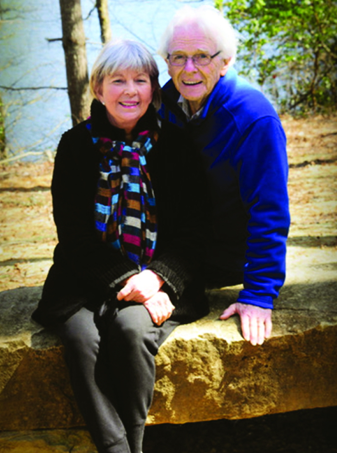 Ông Charles O'Rear và bà Daphne Larkin hạnh phúc bên nhau ở tuổi xế chiều - Ảnh: CHUCK O'REAR