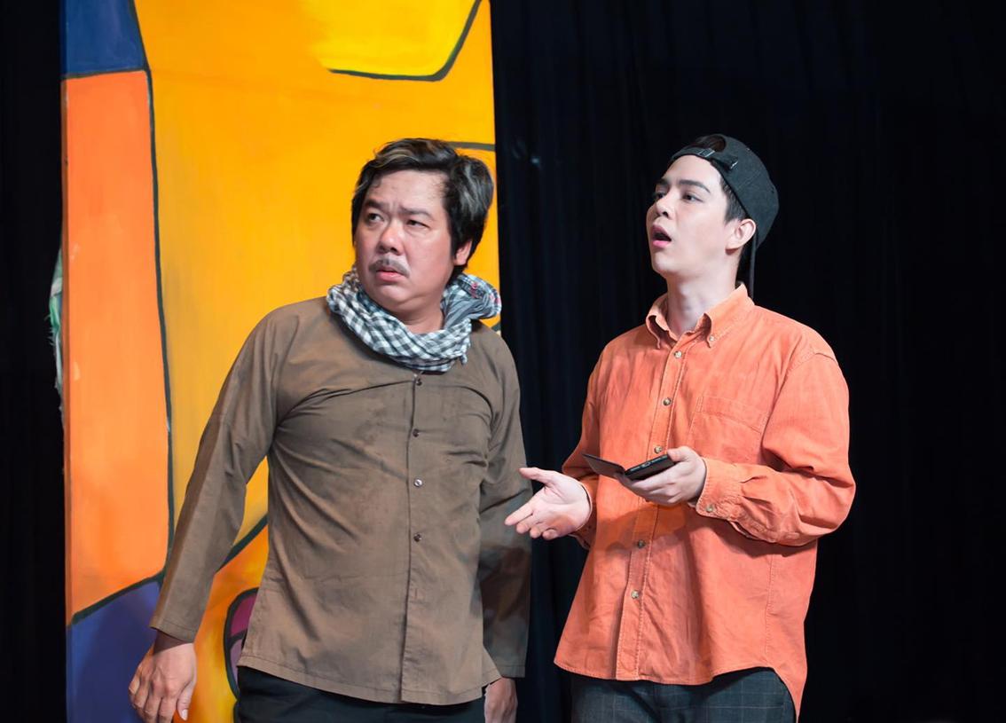 Trần Tuấn Kiệt (phải) trong chùm hài kịch ngắn của Nhà hát kịch Sân khấu nhỏ