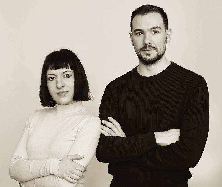 Romain Brabo (phải) và Marie Falguera (trái)  - hai nhà sáng lập Nona Source