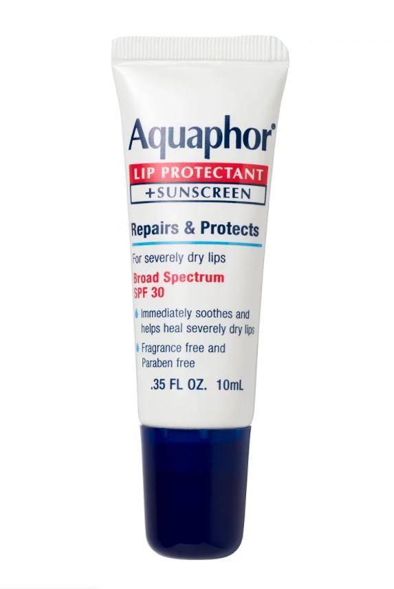 Son dưỡng Aquaphor (giá 92.000 đồng): Beyoncé sử dụng Aquaphor trên môi mỗi đêm. Nữ hoàng Bey cho biết cô thoa hỗn hợp này lên khắp mặt vào buổi tối để thức dậy với làn da rạng rỡ: Tôi đi ngủ trông rất nhờn. Và bạn nên tin rằng đôi môi của tôi sẽ làm theo. Điều trị này rất giàu độ ẩm, vì vậy tôi thích thoa một lượng lớn lên môi trước khi đi ngủ.
