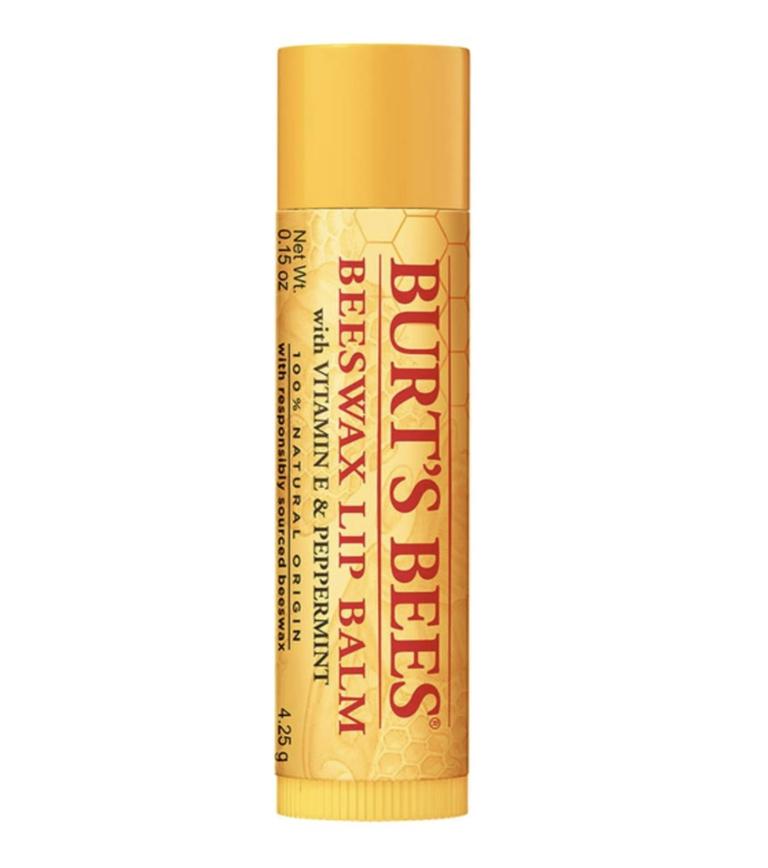Son dưỡng Burt's Bees (giá 250.000 đồng): Công thức cực kỳ đơn giản: Hỗn hợp dầu dừa, lanolin, bạc hà và hướng dương, cộng với một chút sáp ong, tất cả đều hoạt động cùng nhau để dưỡng ẩm và bảo vệ đôi môi của bạn mà không cần nhiều hương liệu hay hương liệu.