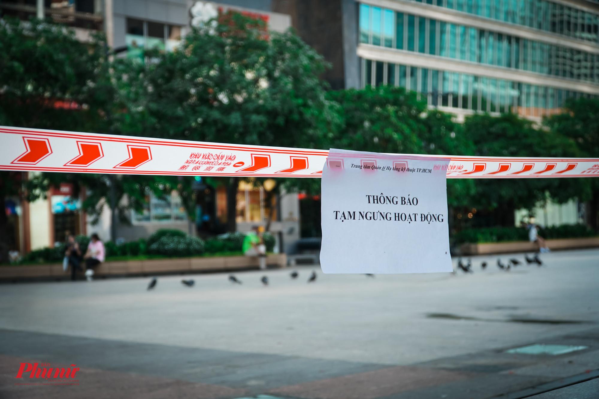 Tuy nhiên, ở những nơi không có lực lượng bảo vệ, nhiều người dân vẫn cố tình vào các hàng ghế trong khuôn viên phố đi bộ ngồi