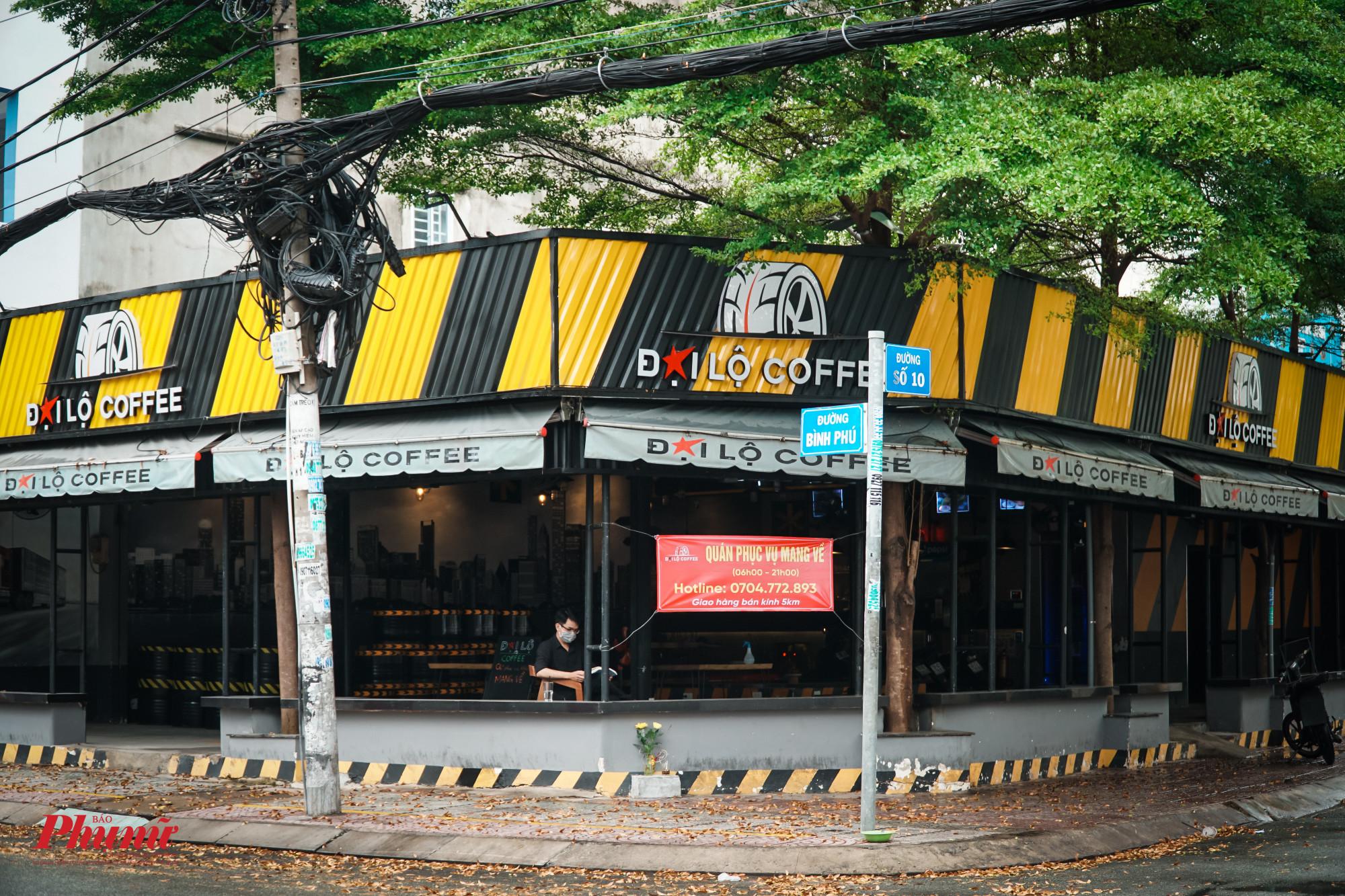 Để an toàn phòng chống dịch, nhiều quán cà phê đã chủ động đóng cửa chỉ bán mang về