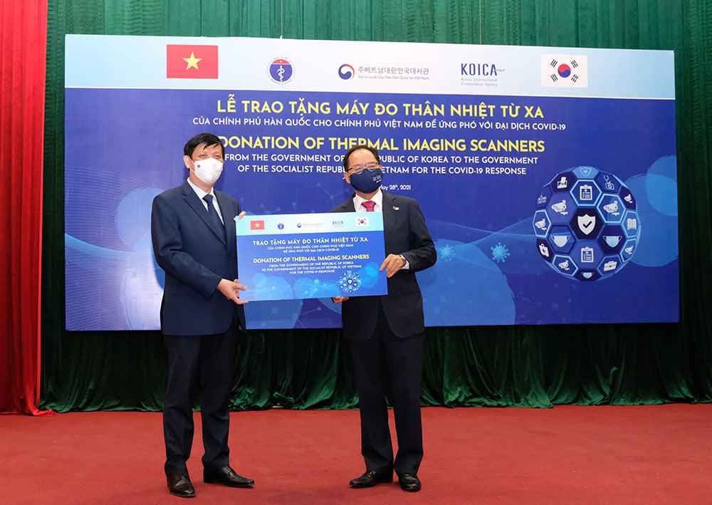 Chính phủ và nhân dân Hàn Quốc hỗ trợ hệ thống máy đo thân nhiệt trị giá gần 1 triệu USD cho Việt Nam