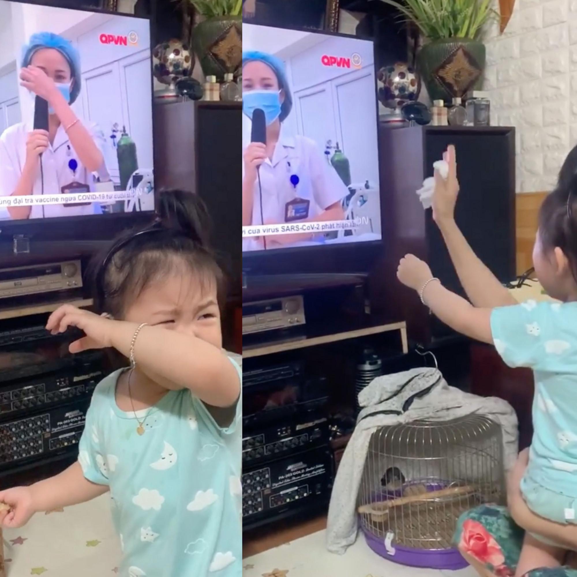 Con gái của điều dưỡng Phùng Thị Hạnh khóc đòi mẹ khi nhìn thấy mẹ trên màn hình ti vi (Ảnh cắt từ clip)