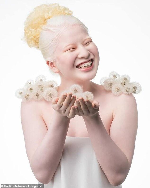 Vẻ ngoài đặc biệt của Xueli đã khiến cô trở thành một viên ngọc quý trong ngành người mẫu - Ảnh: Twitter nhân vật