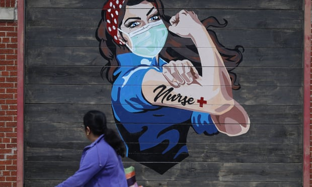 Một bức tranh tường ở Dallas, Texas, để tri ân các y tá. Tedros Adhanom Ghebreyesus của WHO kêu gọi đầu tư nhiều hơn, nói rằng 'chúng tôi nợ họ rất nhiều'. Ảnh: LM Otero / AP