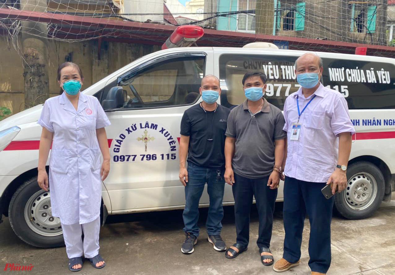 Anh Hà cùng anh Quảng (ở giữa) có mặt tại Bắc Giang để tham gia hỗ trợ địa phương này chống dịch