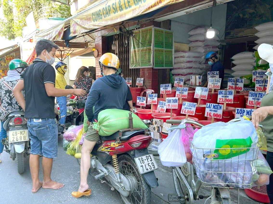 Chợ Căn cứ 26A đường Lê Thị Hồng, Q.Gò Vấp chiều 30/5  vẫn dồi dào lương thực, thực phẩm