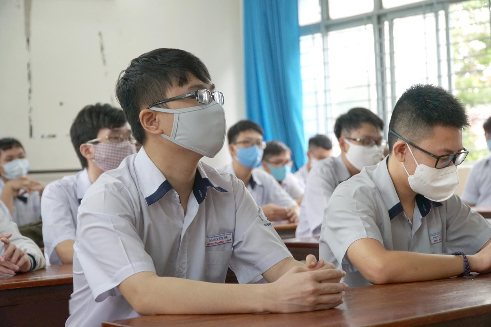 Thí sinh dự kỳ thi tuyển sinh vào lớp Mười tại TP.HCM năm 2020 - Ảnh: Tam Nguyên