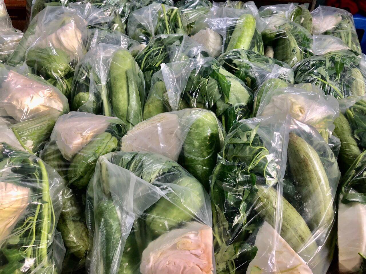 Hàng trăm kg rau củ quả được chuẩn bị hỗ trợ cho người dân khu cách ly