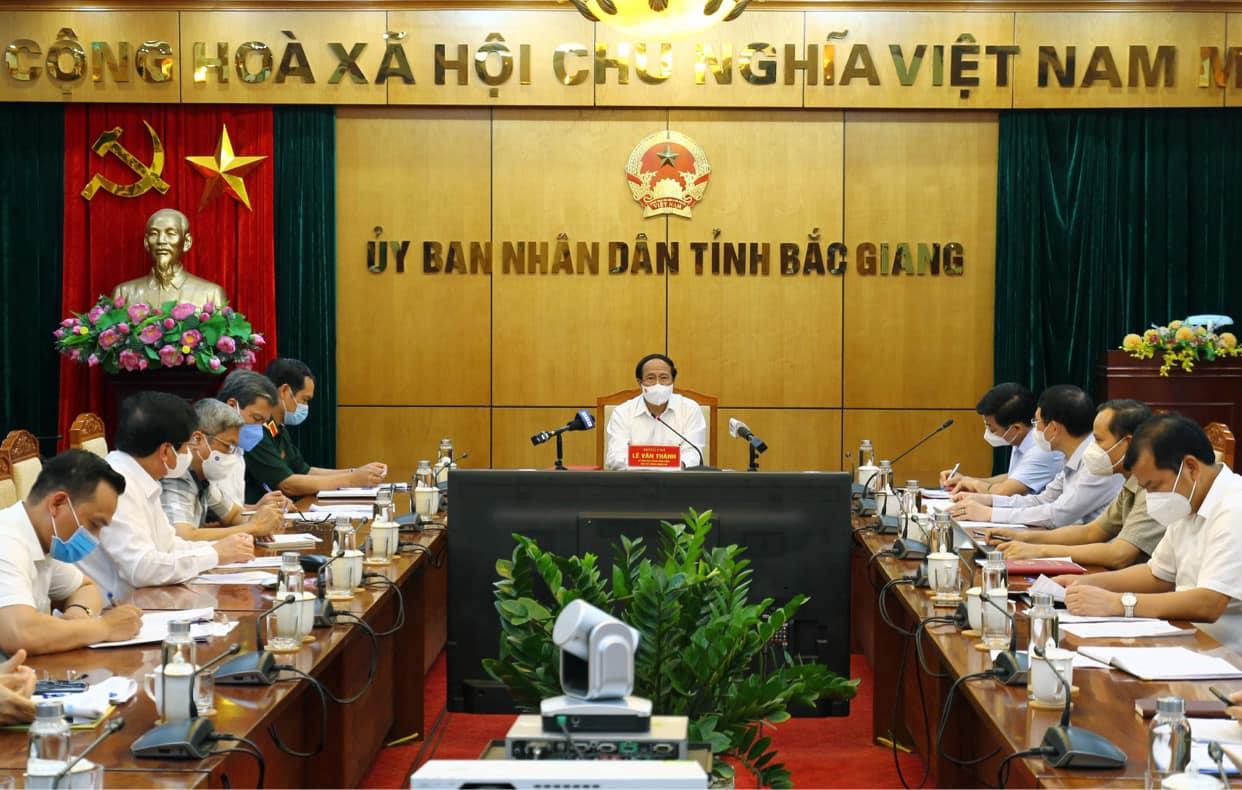 Phó Thủ tướng Lê Văn Thành chủ trì cuộc họp.