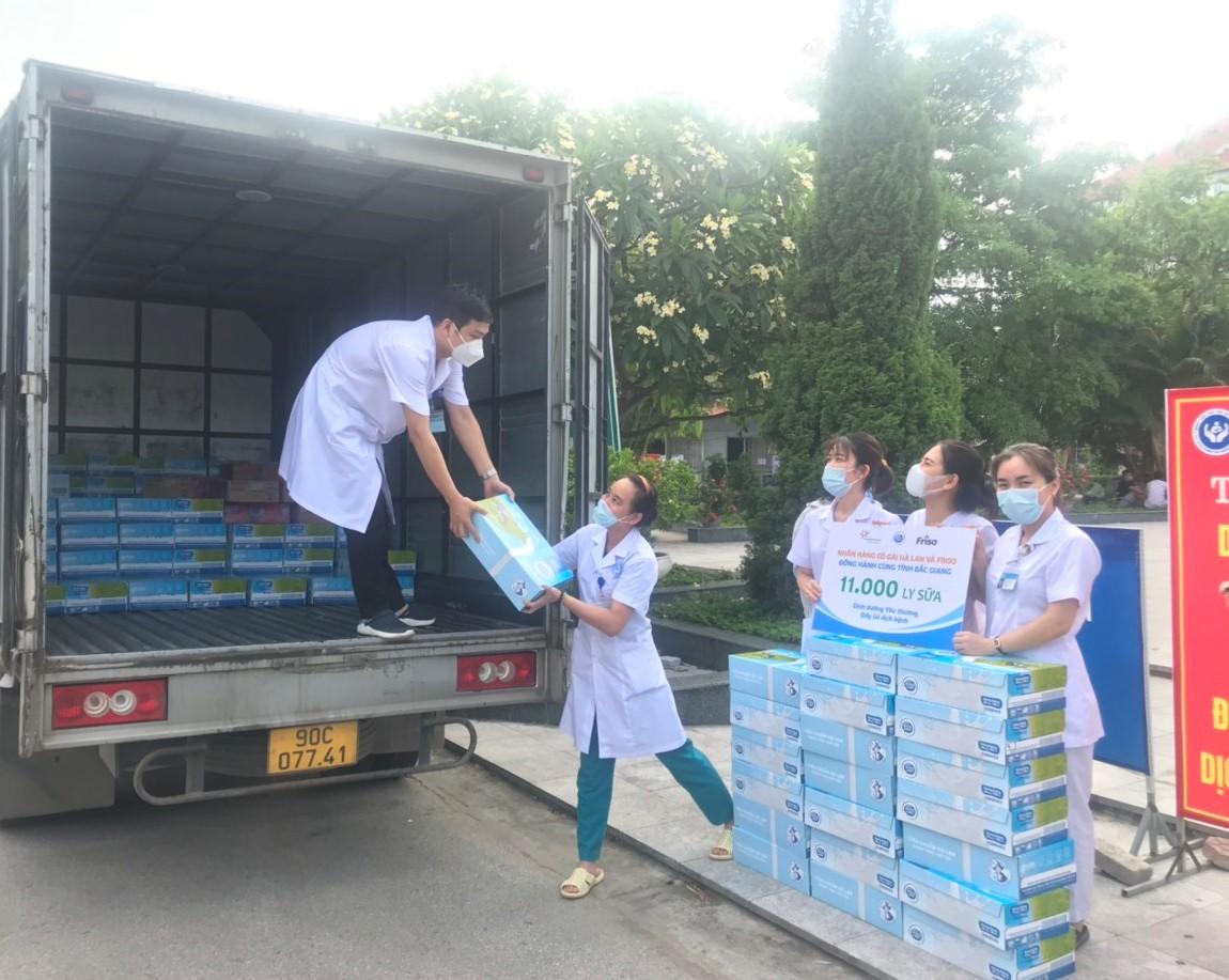 Niềm vui ấm áp từ sữa Cô Gái Hà Lan đến với tuyến đầu của Bắc Giang. Ảnh: CGHL