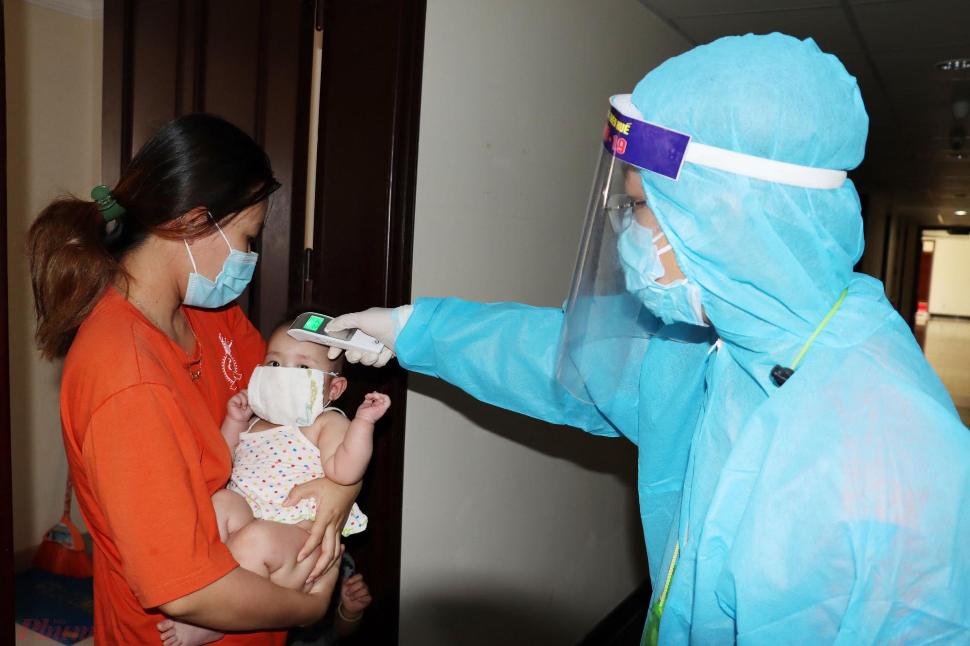 Kiểm tra Y tế hàng ngày tại Khu cách ly T4 xã Phú Thượng ( huyện Phú Vang, Thừa Thiên - Huế)