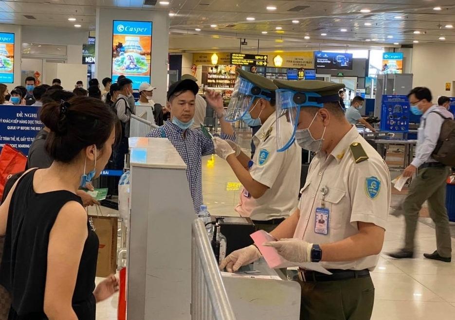 Cục Hàng không Việt Nam vừa có công văn yêu cầu sân bay Nội Bài và các hãng hàng không được yêu cầu tạm dừng nhập cảnh hành khách từ 1/6.