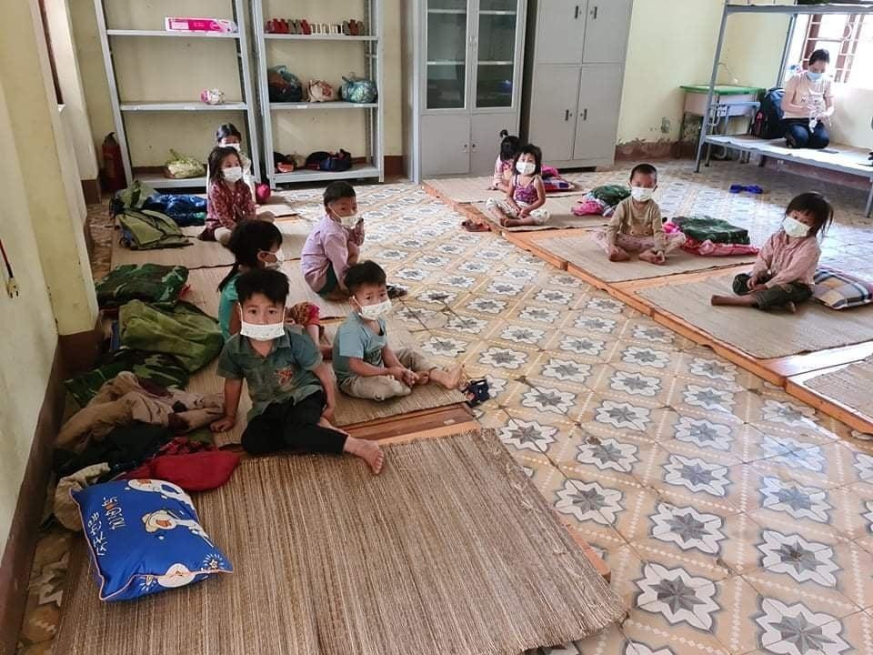 Trẻ em trong khu cách ly ở Nậm Pồ, Điện Biên.