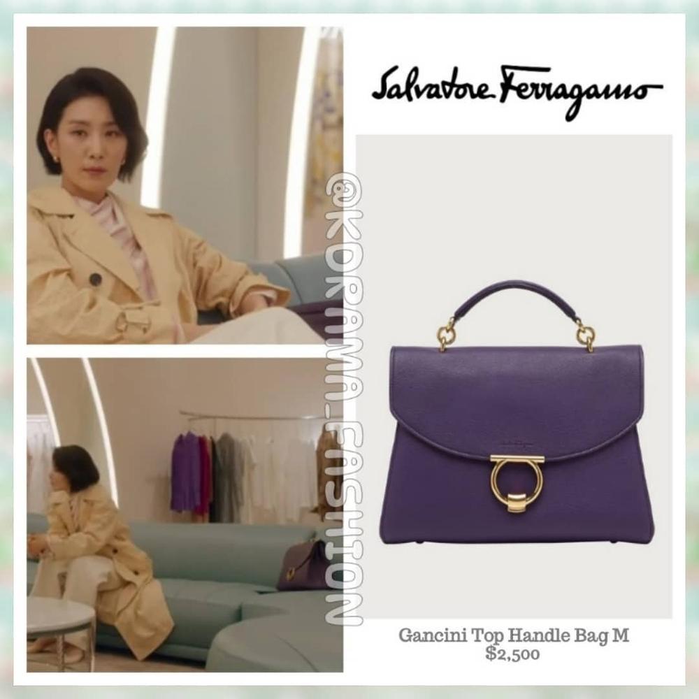Khi diện quần suông và trench coat lịch sự, Seo Hyun  dòng túi Salvatore Ferragamo màu tím thủy chung được nàng dâu cả xách có giá 58,2 triệu đồng.