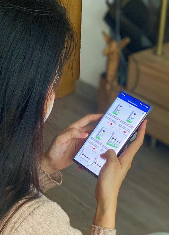 """Mua sản phẩm Vinamilk thông qua ứng dụng """"Giấc mơ sữa Việt"""" giúp các mẹ an tâm giãn cách xã hội. Ảnh: Vinamilk"""