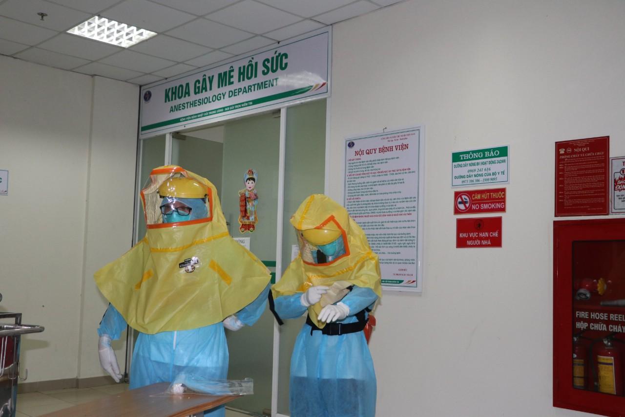 Sẽ sớm có cải tiến về trang phục bảo hộ cho nhân viên y tế