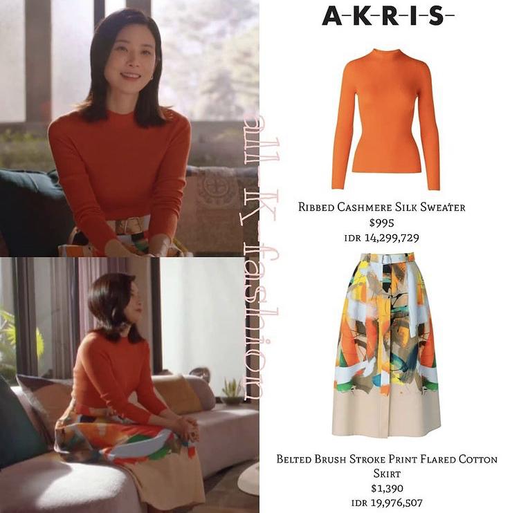 Set đồ áo thun dài tay màu cam kết hợp chân váy họa tiết giúp nàng dâu út Seo Hee Soo trở nên tươi trẻ, sành điệu. Tổng giá trị bộ cánh lên tới 55,5 triệu đồng.