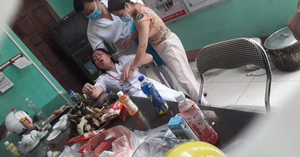 Nắng nóng khiến nhiều nhân viên y tế ngất xỉu