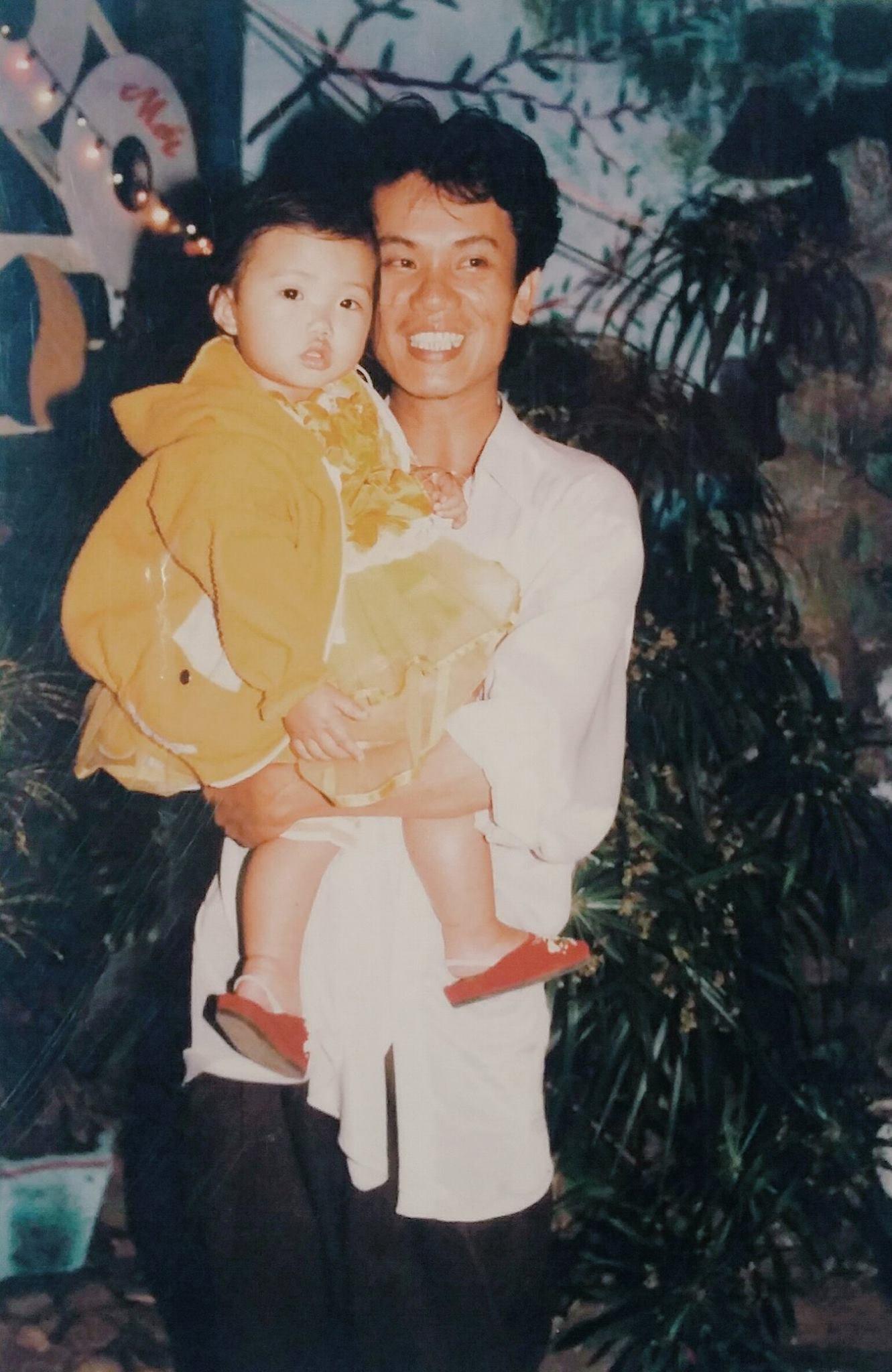 Chị Huyền Vi (sinh năm 1994, Đà Nẵng) cho biết trong một lần tình cờ dọn dẹp đồ cũ đã xem lại được bức ảnh này.