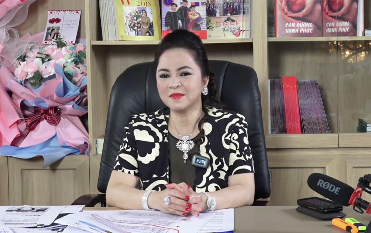 Các buổi livestream của bà Hằng đều nhận về lượt xem cao. Có thời điểm, hàng trăm ngàn người cùng theo dõi trực tuyến.