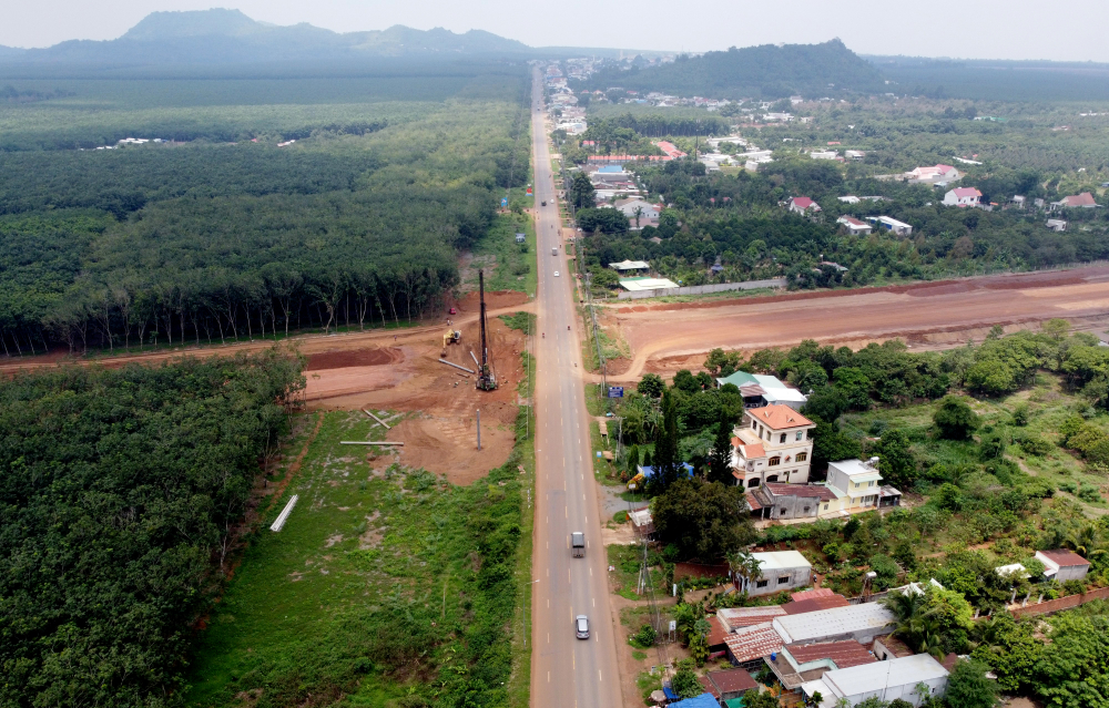 Còn gói thầu XL04đi qua 5 xã Hàng Gòn (TP Long Khánh), Nhân Nghĩa, Xuân Quế, Sông Nhạn (huyện Cẩm Mỹ) và Lộ 25 (huyện Thống Nhất, Đồng Nai)