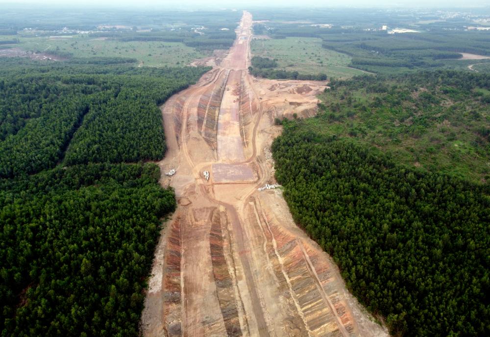 Dự án đi qua địa phận 2 tỉnh với 4 gói thầu là Bình Thuận dài 47,7km (gói thầu XL01và XL02) và Đồng Nai là 51,5km (gói thầu XL03 và XL04), dự kiến hoàn thành vào năm 2022. Đây là một dự án thành phần của tuyến đường cao tốc Bắc - Nam trong tương lai