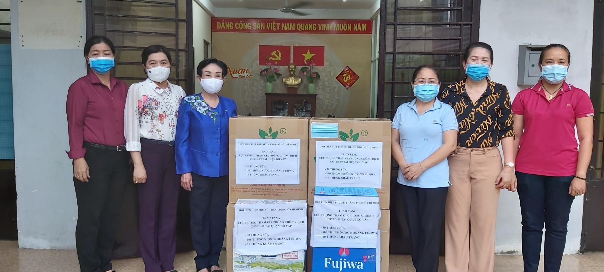 Hội LHPN TPHCM tặng quà tại quận Gò Vấp