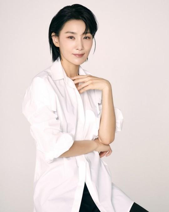 Tài năng, xinh đẹp và thành công trong sự nghiệp nhưng đến giờ Kim Seo Hyung vẫn lẻ bóng. Khi được hỏi về hôn nhân, nữ diễn viên tâm sự chưa từng có ý định kết hôn và hài lòng với cuộc sống độc thân hiện tại.