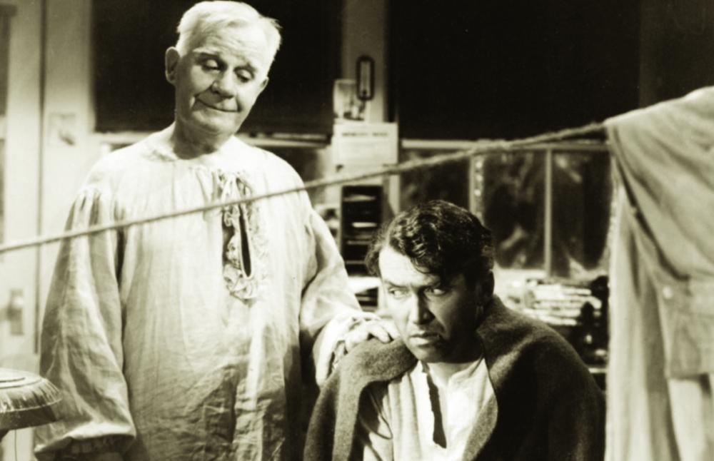 Nhân vật thiên thần do Clarence Odbody đóng là một vai thú vị trong phim