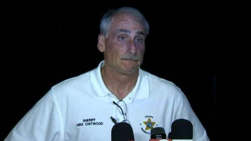 Cảnh sát trưởng Chitwood cho biết cảnh sát đã bắn cô bé bị thương để khống chế hai đứa bé cố thủ trong nhà với nhiều súng đạn - Ảnh: CNN