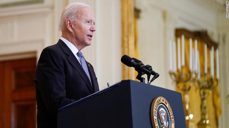 Tổng thống Joe Biden đã hoàn thành kế hoạch phân phối hàng triệu liều vắc-xin COVID-19 trên toàn thế giới sau nhiều tháng cân nhắc trong nội bộ - Ảnh: CNN