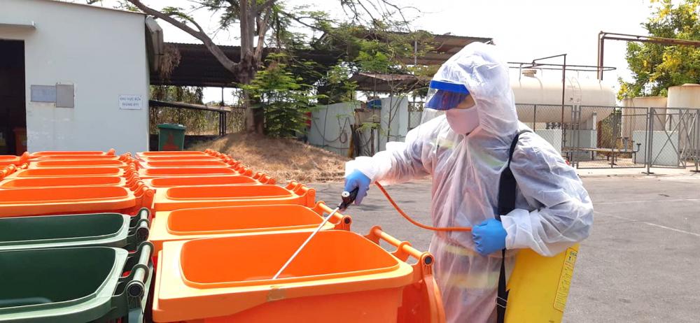 Việc thu gom và xử lý chất thải ở các khu vực bị phong tỏa, khu cách ly phải thực hiện nghiêm ngặt, sau khi thu gom phải khử khuẩn và cho vào lò đốt như xử lý rác y tế