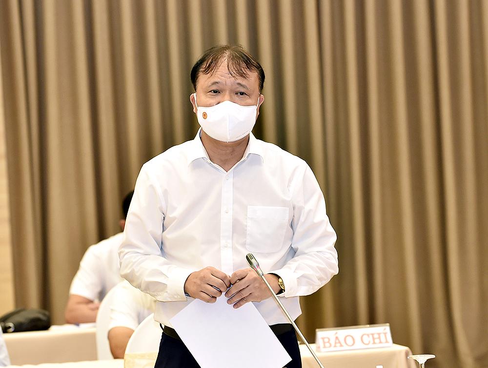 Thứ trưởng Bộ Công Thương Đỗ Thắng Hải trả lời báo chí tại họp báo.